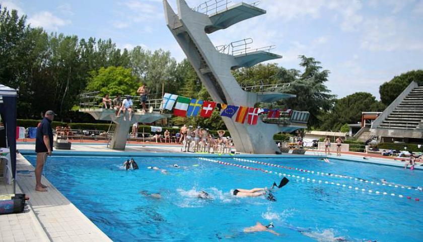 In burkini allontanata dalla piscina a firenze saturno - Orari e prezzi piscina di gorgonzola ...